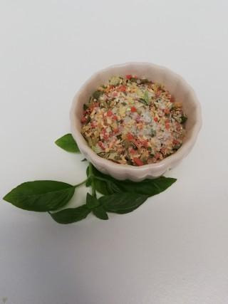 Gemüsemischung mit Salz